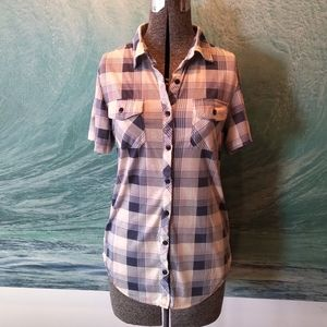 Casual plaid short sleeve button up shirt